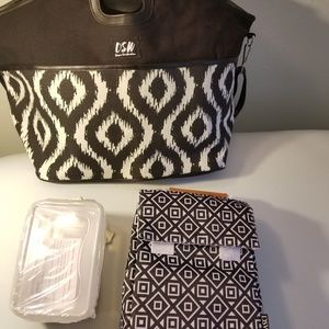 "Handbags - DSW  ""NEW"" Tote Cooler & Lunch Tote w 2 containers"